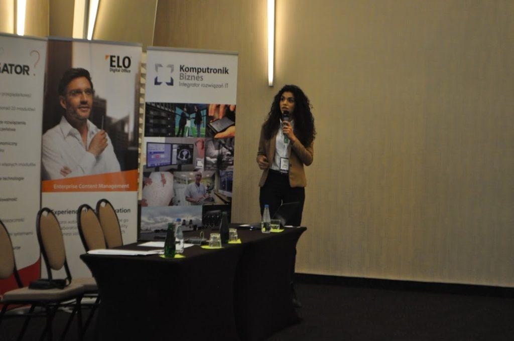 Anna Sokołowska w trakcie prowadzenia prezentacji na konferencji